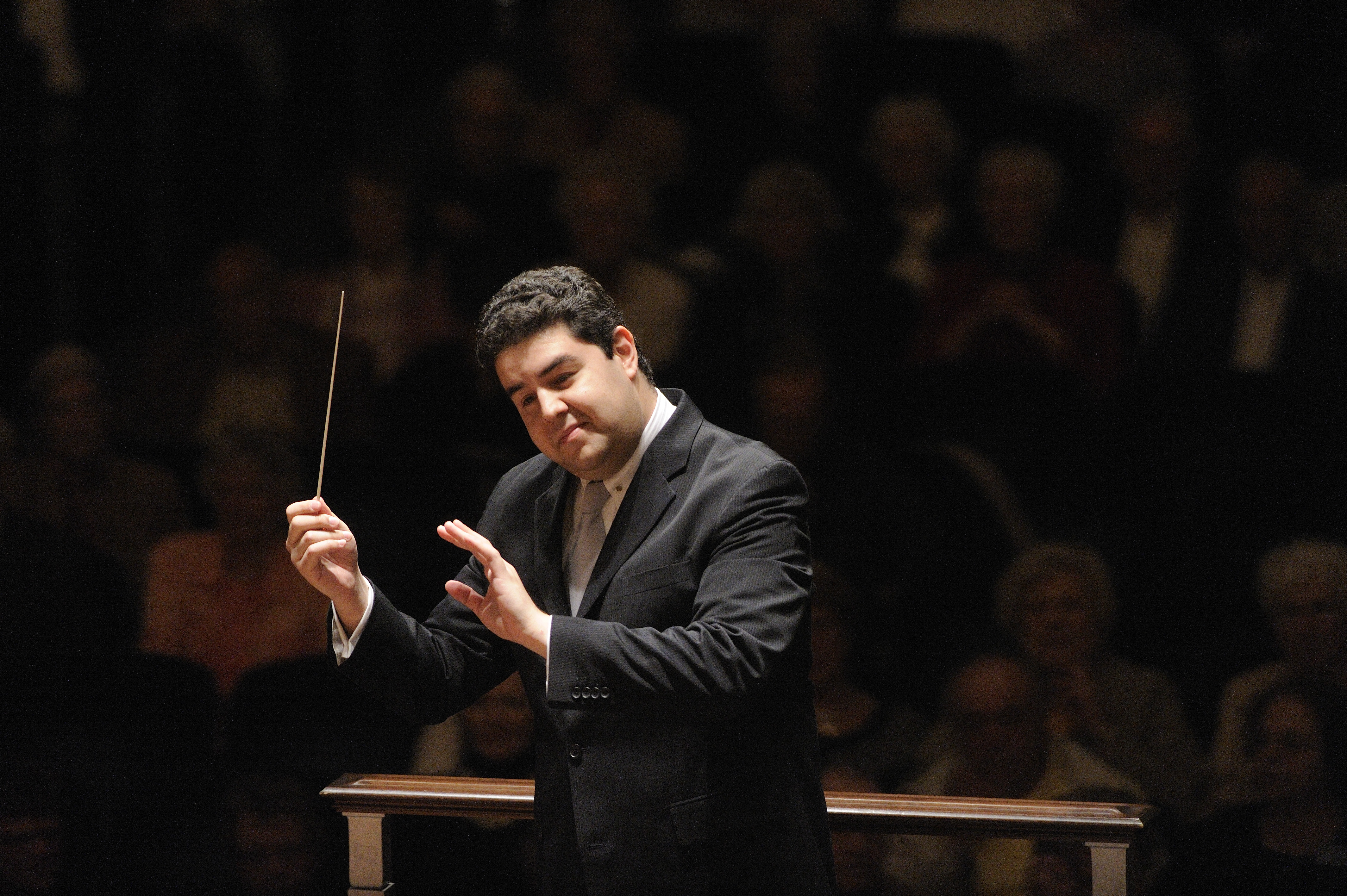 Tito Munoz conducting the Cleveland Orchestra